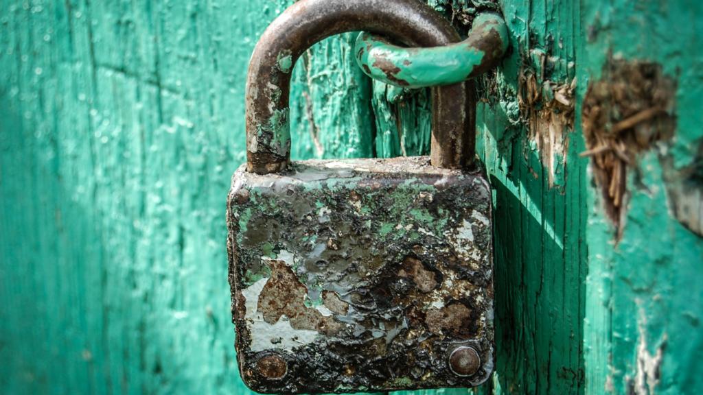 rusty padlock door locks